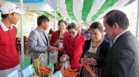 Phân biệt rau quả Việt Nam - Trung Quốc thu hút nhiều người dân