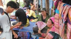 Kon Tum đưa hàng Việt về vùng sâu, vùng xa