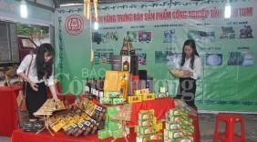 Phiên chợ hàng Việt vùng núi Ngọc Hồi (Kontum) thu hút trên 100 gian hàng