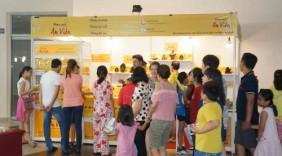 Nhang An Viên thu hút khách mua sắm tại Hội chợ hàng tiêu dùng Việt