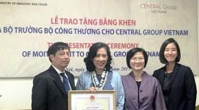 Khen thưởng Central vì thành tích quảng bá hàng Việt