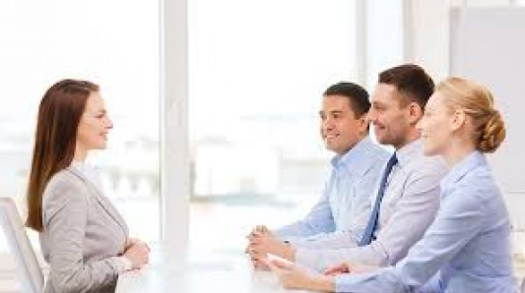 Cần làm gì trong 6 tháng đầu ở Bí quyết lựa chọn khi nhận được hai công việc cùng lúc việc mới?