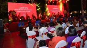 Các đại biểu tham quan hoạt động trải nghiệm, kích cầu hàng tiêu dùng Việt Nam