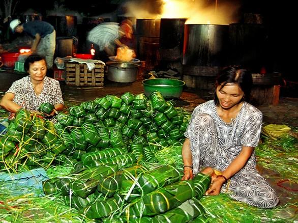 Nghề làm bánh tét làng Chuồn