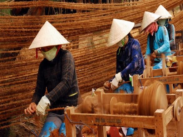 Nghề dệt thảm xơ dừa ở Bình Định
