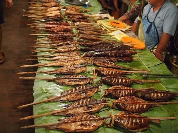 Cá nướng ở chợ đêm Tây Đô (Cần Thơ)