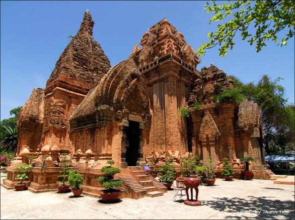 Ghé thăm khu di tích Tháp bà Ponagar ở Khánh Hòa