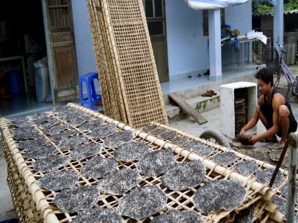 Làng Lạng Côn với nghề làm bánh đa