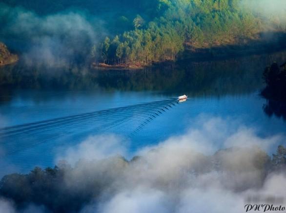 Vẻ đẹp ma mị của hồ Tuyền Lâm