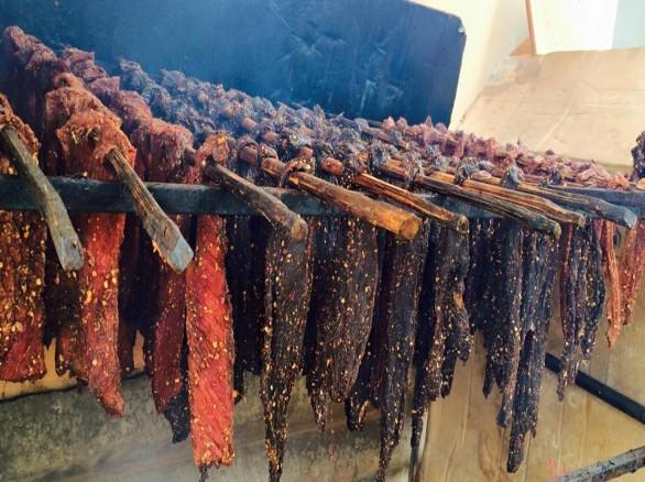 Cách làm thịt lợn khô của người Thái Tây Bắc