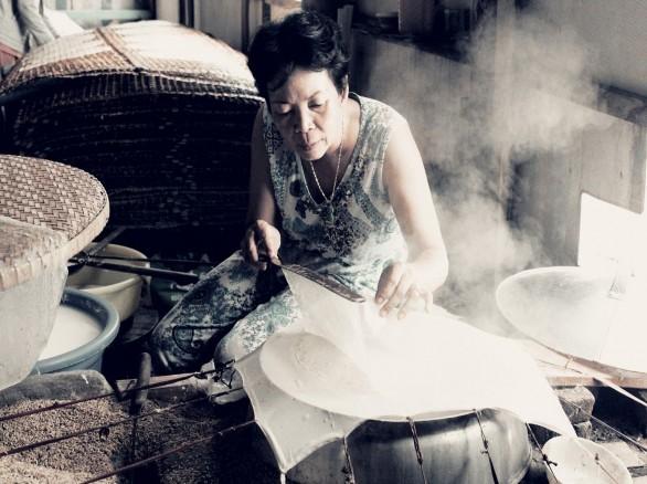 Tỉ mẩn cho ra tấm bánh ngon Tây Ninh