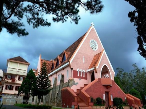Hút khách du lịch: Nhà thờ Mai Anh Đào