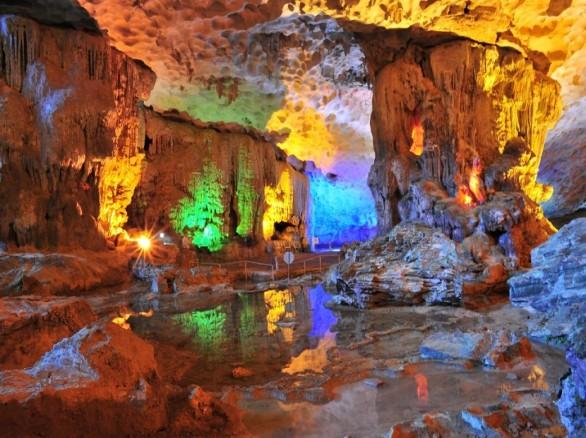 Hang Sửng Sốt - Một trong mười hang động đẹp nhất thế giới