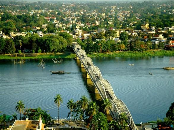 Sông Hương - Biểu tượng của xứ Huế