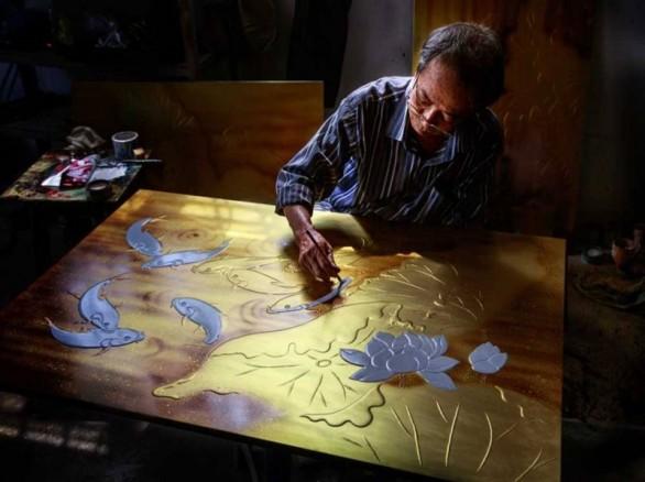 Nghệ nhân sơn mài ở làng nghề Bình Dương