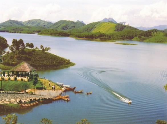 Huyền ảo hồ Thác Bà Yên Bái