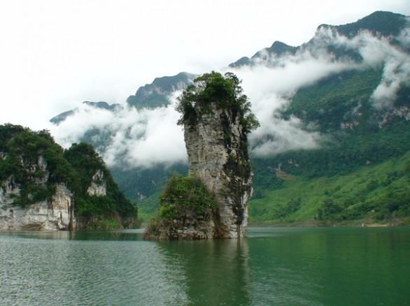 Cảnh đẹp mê hồn giữa lòng hồ thủy điện Tuyên Quang