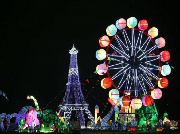 Lễ hội đèn lồng khổng lồ ở Cần Thơ