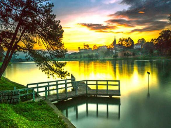 Thơ mộng Hồ Xuân Hương