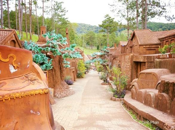 Độc lạ đường hầm đất sét ở Đà Lạt