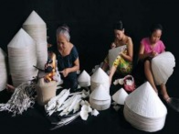 Nghề làm nón lá ở Nghĩa Châu