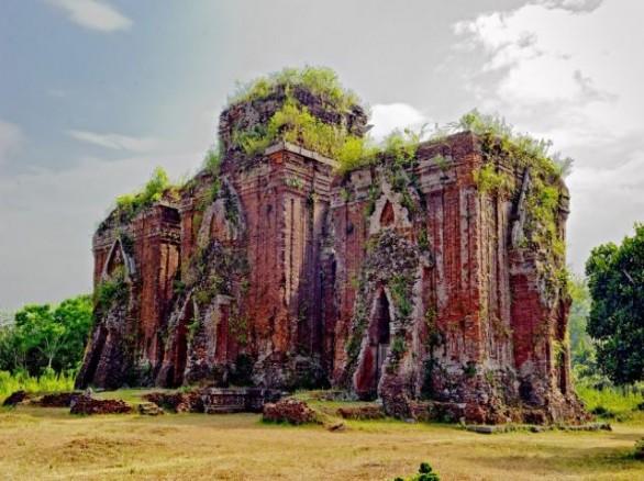 Sự bí ẩn quyến rũ của quần thể Tháp Chiên Đàn Quảng Nam