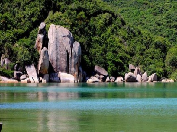 Bình yên trên Vịnh Vân Phong