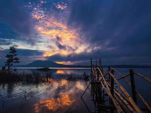 Đưa nhau đi trốn đến hồ Ea Kao
