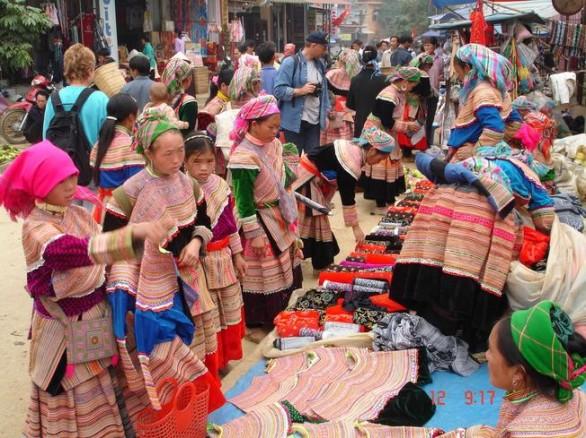 Chợ Chậu độc đáp ở Lào Cai