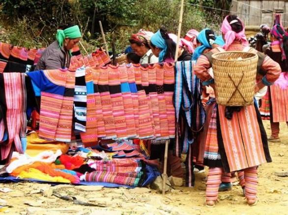 Chợ phiên lùng Khấu Nhin
