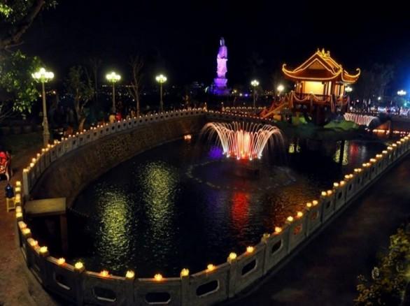 Giếng nước khổng lồ trong khuôn viên chùa Ba Vàng
