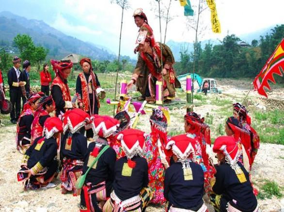 Độc đáo lễ hội quét làng