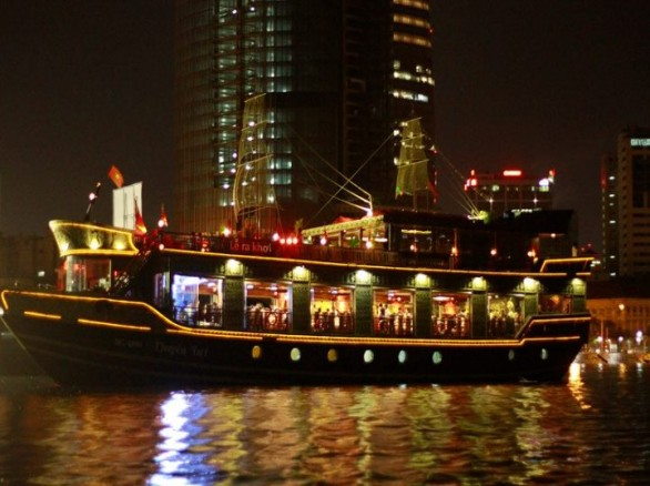Trải nghiệm du thuyền ven sông Sài Gòn