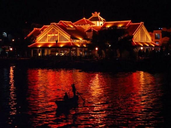 Bến Ninh Kiều ban đêm