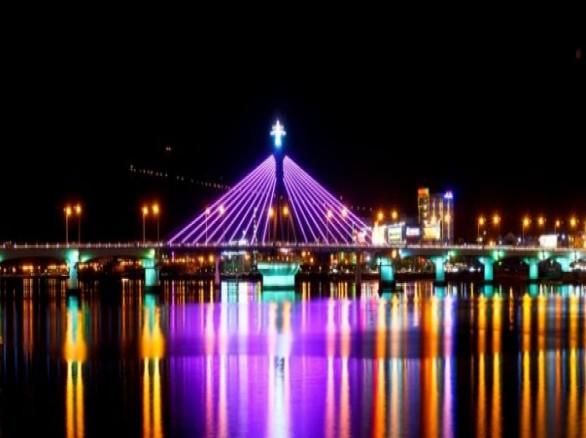 Khám phá vẻ đẹp của Cầu Quay Sông Hàn