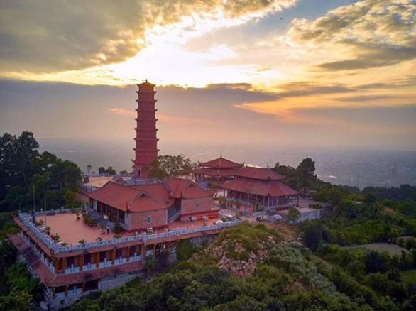Tháp Trường Long - Ngọn tháp rồng vàng hạ thế