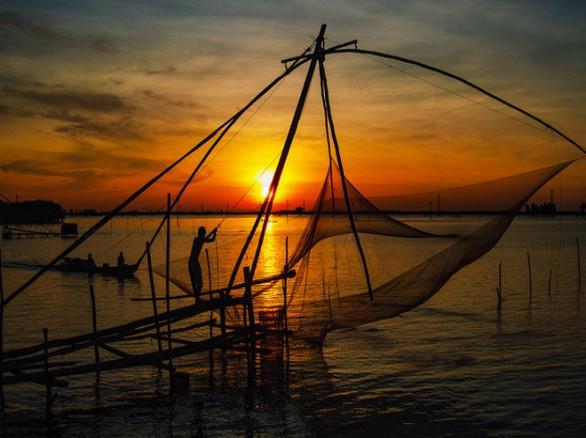 Chiều hoàng hôn nơi làng quê Việt Nam