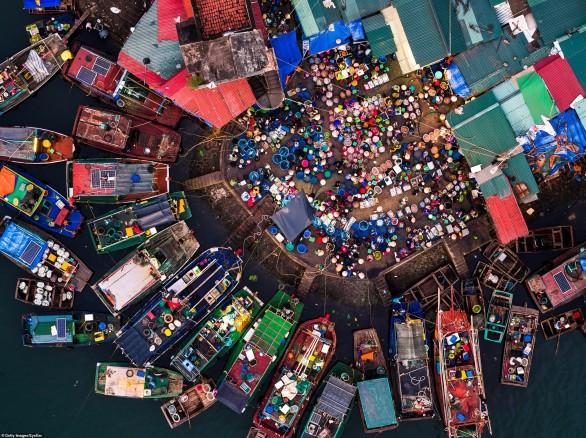 Ngắm khu bến cá Quảng Ninh khi nhìn từ trên cao xuống