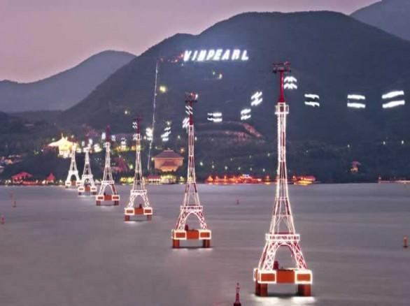 Tuyến cáp treo Vinpearl dài 3,2km nối liền đảo Hòn Tre với Nha Trang.